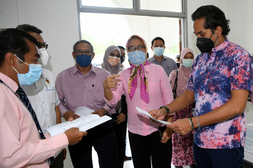 Khairy Jamaluddin at the Dewan Kompleks Islam Rantau vaccination centre in Seremban, June 22, 2021. — Bernama pic