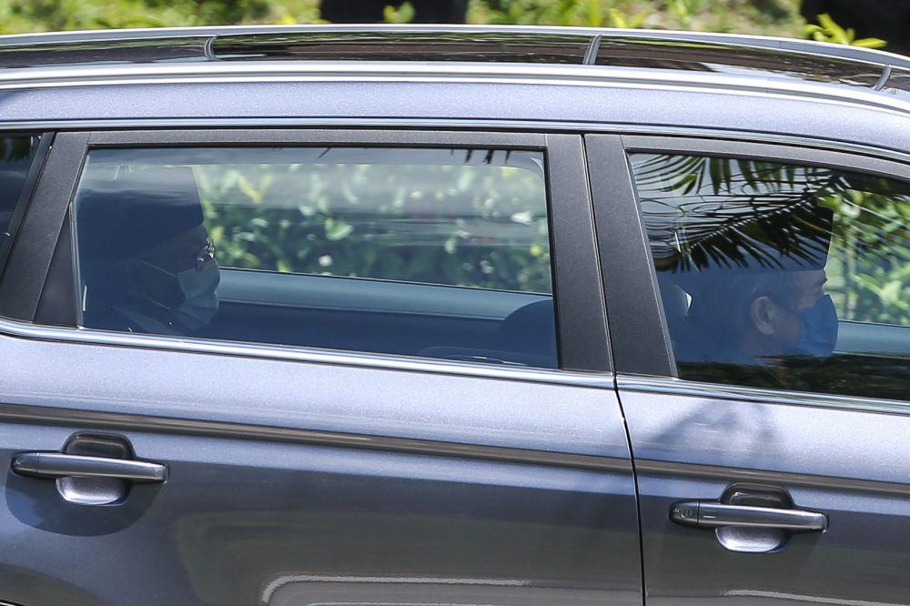 马哈迪将于下午2时30分觐见国家元首苏丹阿都拉陛下。 -Yusof Mat Isa摄-