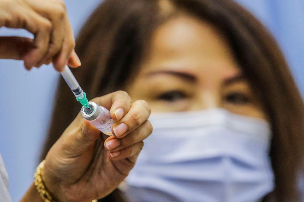 Health personnel prepare a syringe for Covid-19 vaccination at Universiti Teknologi Mara Shah Alam, June 23, 2021. ― Picture by Hari Anggara