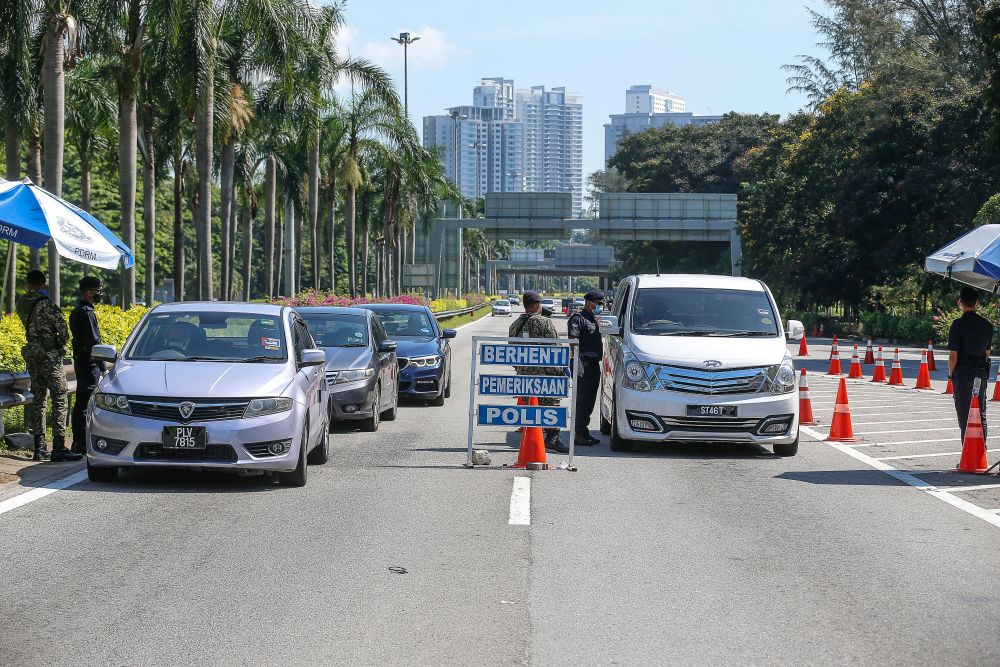Police and Armed Forces personnel conduct checks on vehicles at a roadblock on the Tun Dr Lim Chong Eu Expressway June 1, 2021. — Picture by Sayuti Zainudin