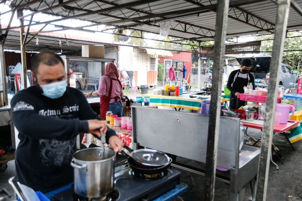 Food stall operators get ready to serve customers amid the movement control order in Seberang Jaya June 25, 2021. — Picture by Sayuti Zainudin