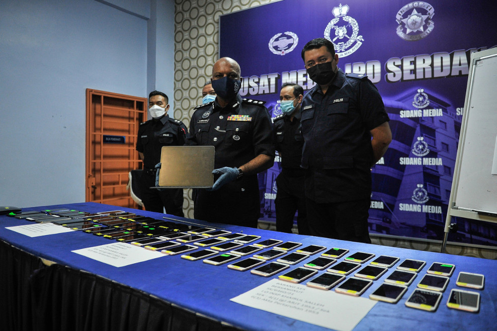 Serdang police chief ACP A. Anbalagan with the seized items from the raid on the online gambling and betting ring in Seri Kembangan, June 25, 2021. — Bernama pic