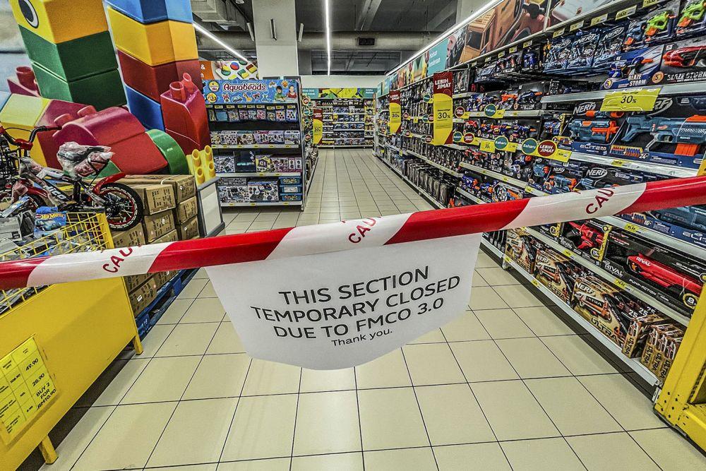 吉隆坡甲洞一家霸级市场,暂时关闭了售卖玩具的区域。-Hari Anggara摄-