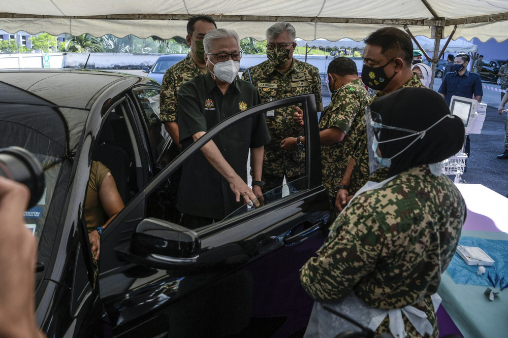 Datuk Seri Ismail Sabri Yaakob at a simulation of drive-through vaccination services to be provided by the Malaysian Armed Forces (ATM) at the Tuanku Mizan Military Hospital in Kuala Lumpur, June 3, 2021. — Bernama pic