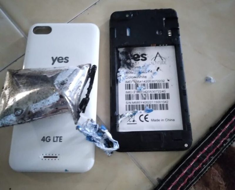 The Yes Altitude 3 comes with a 5.0″ 854×480 pixels resolution display, a 1.3GHz MediaTek MT6379WA processor with 1GB RAM and 8GB of storage, and a small 2,000mAh battery. — Picture via SoyaCincau