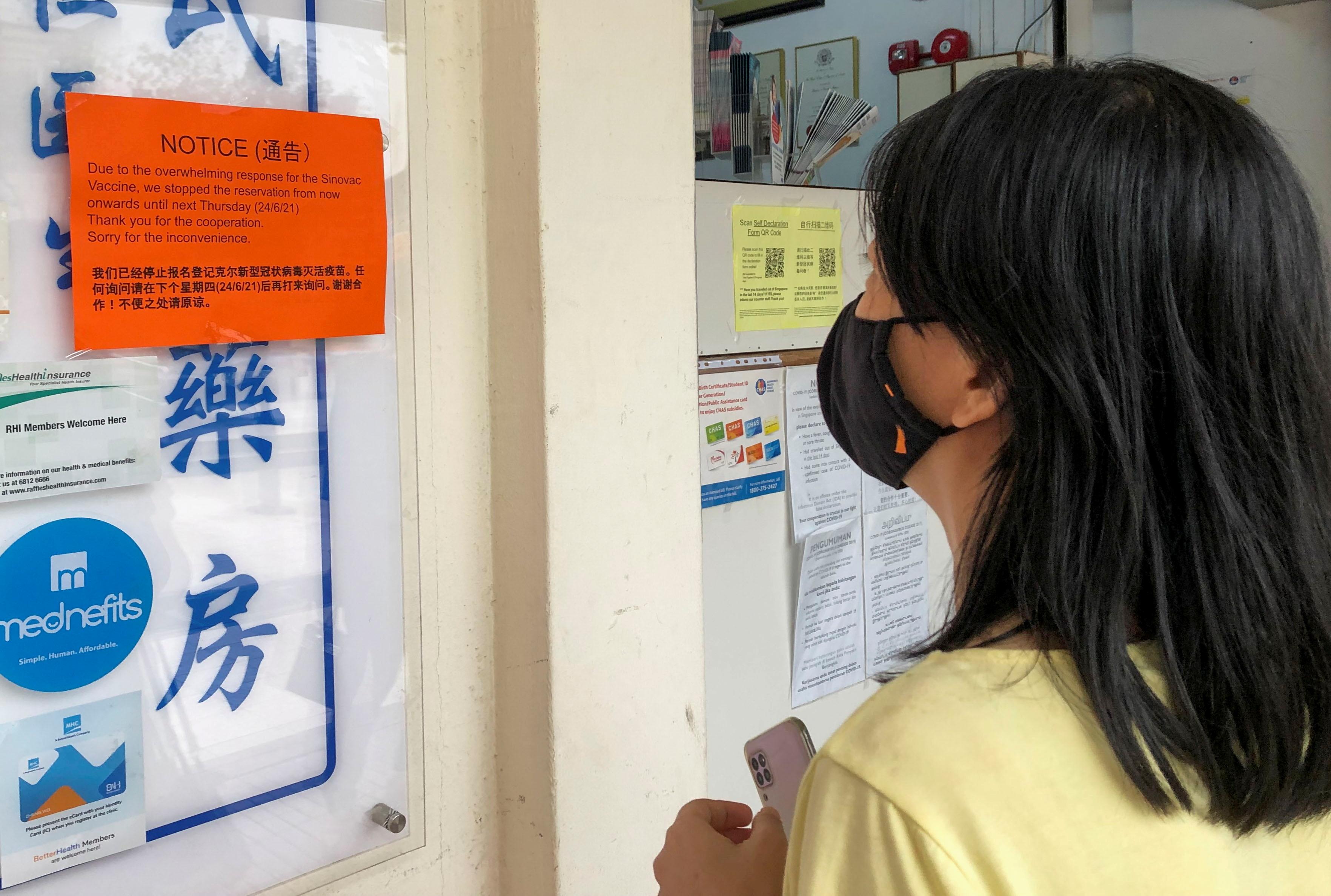 新加坡6月18日开始允许一些私人诊所接种尚未获得监管机构批准的科兴疫苗。-路透社-