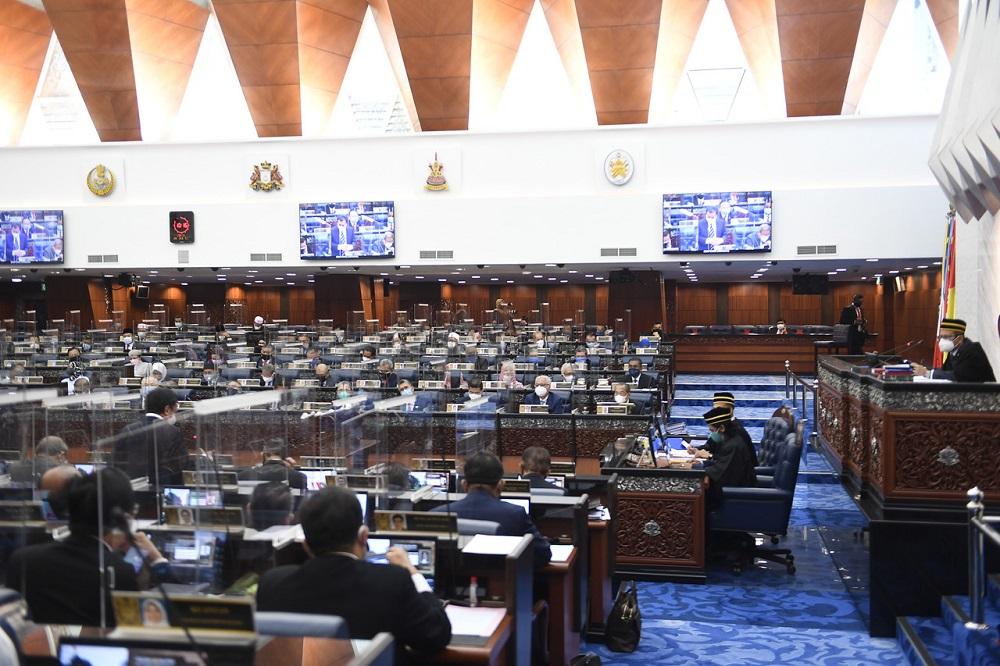 Speaker Datuk Azhar Azizan Harun (right) speaks during a special Parliament sitting in Dewan Rakyat, Kuala Lumpur July 26, 2021. — Bernama pic