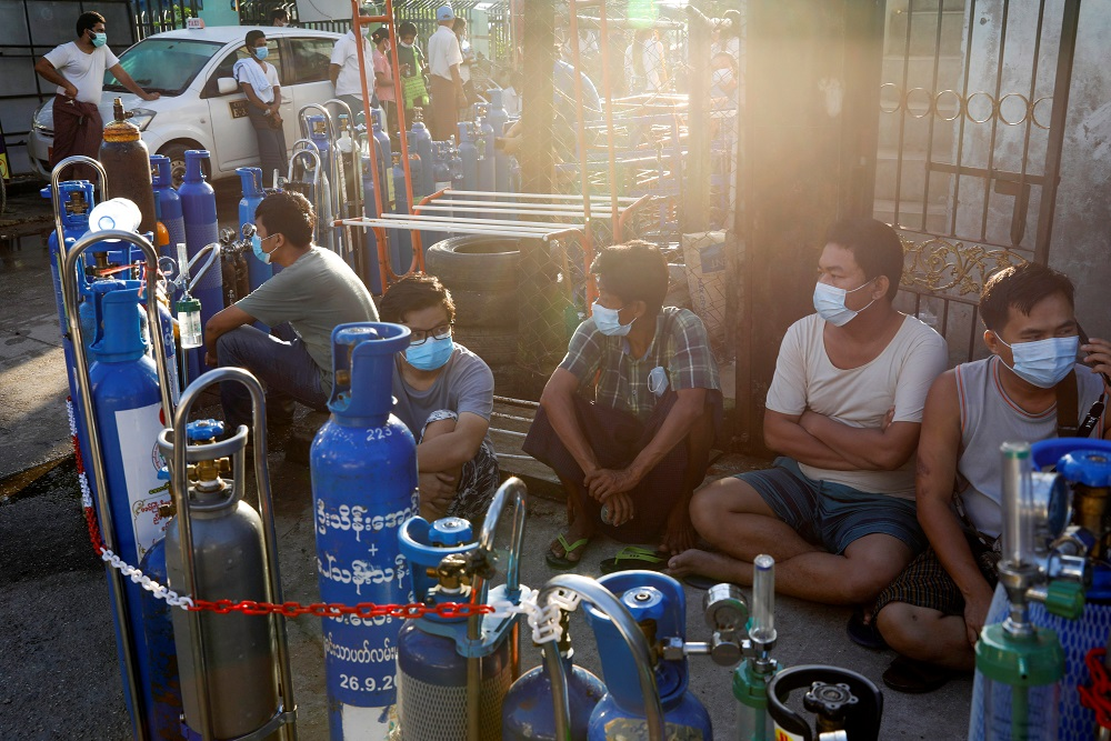 Locals line up with their tanks to refill oxygen during the Covid-19 outbreak in Yangon, Myanmar July 14, 2021. ― Reuters pic