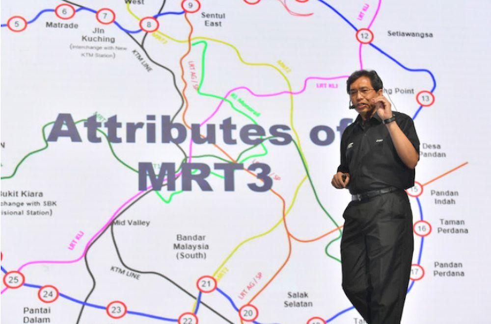 Chief Executive Officer of Mass Rapid Transit Corp Sdn Bhd (MRT Corp) Datuk Mohd Zarif Hashim presenting Insights: MRT 3 Circle Line at Menara Ken TTDI, April 13, 2021. — Bernama pic