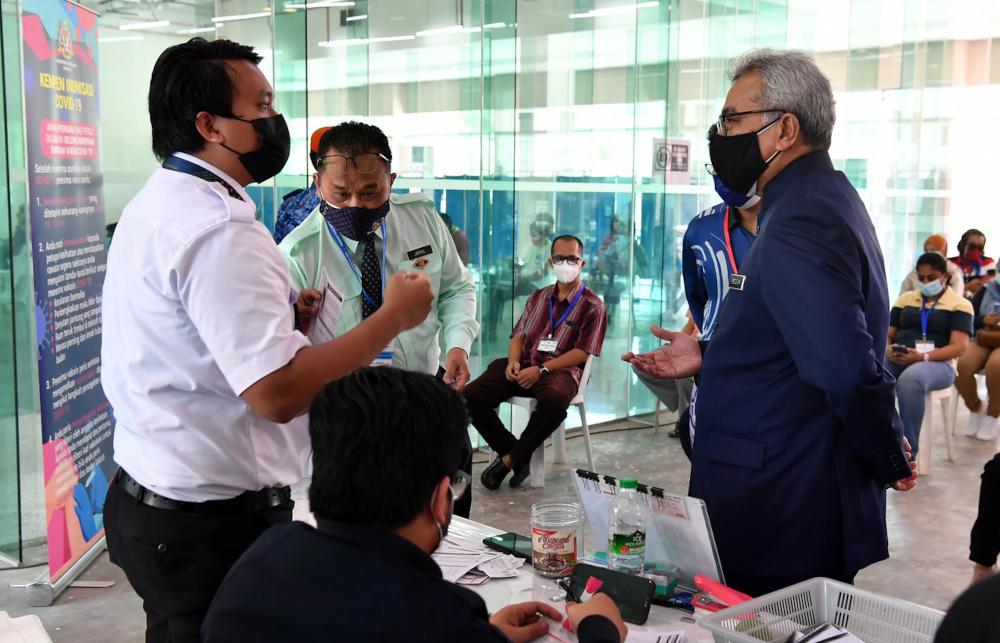 Datuk Seri Mohd Redzuan Md Yusof speaking to staff at the Dewan Seri Seroja vaccination centre in Putrajaya, July 22, 2021. — Bernama pic