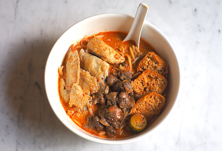 Get the famous curry 'laksa' from O&S Restaurant with chicken, cockles and beancurd puffs, delivered to your doorstep. – Pictures by Lee Khang Yi