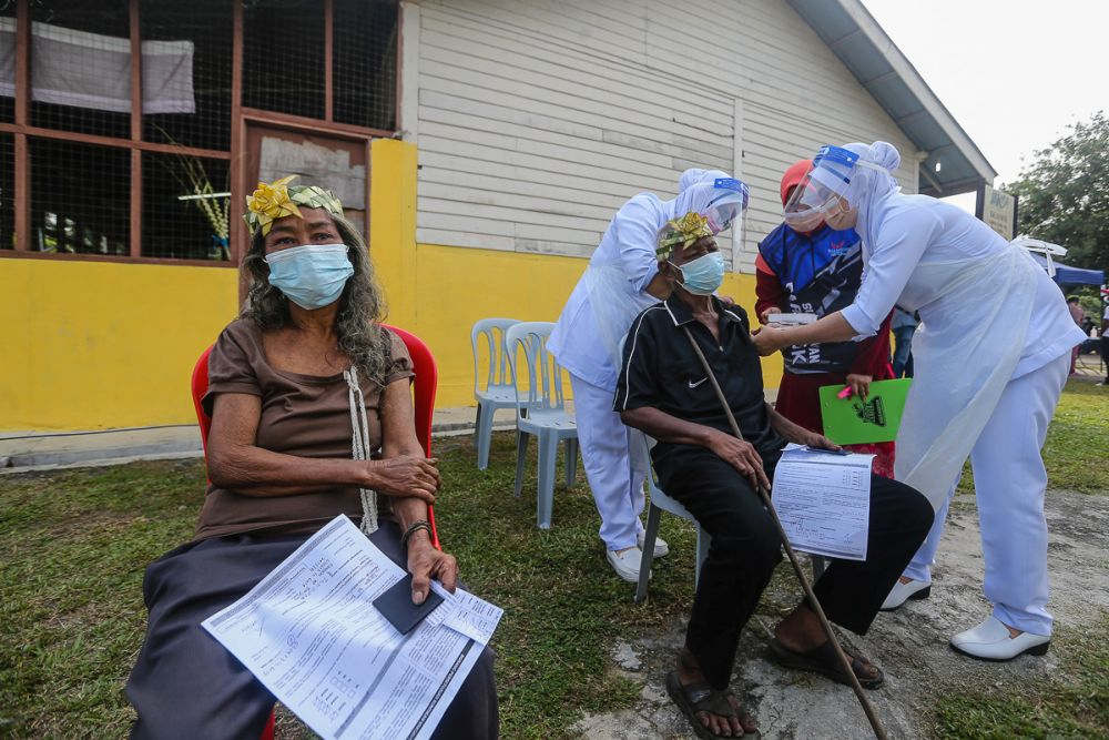 Orang Asli receive their Covid-19 jab in Jenjarom July 29, 2021. Datuk Seri Mahdzir Khalid said based on the statistics, out of the 144,180 Orang Asli eligible to receive the vaccine, 77,970 had received the first dose while 50,734, both doses up to yesterday. — Picture by Yusof Mat Isa