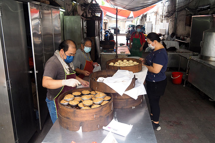Look for this handmade 'pau' stall at a side alley just off Jalan Sultan