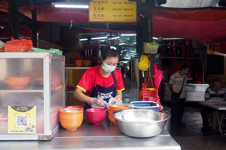 Look for this 'assam laksa' stall at the entrance of the Madras Lane market