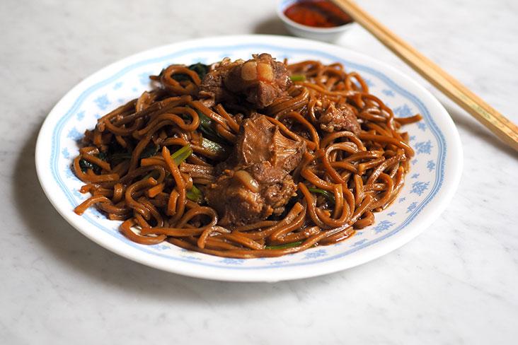 You must order this tasty braised pork 'yee mee' from Hong Ngek Restaurant
