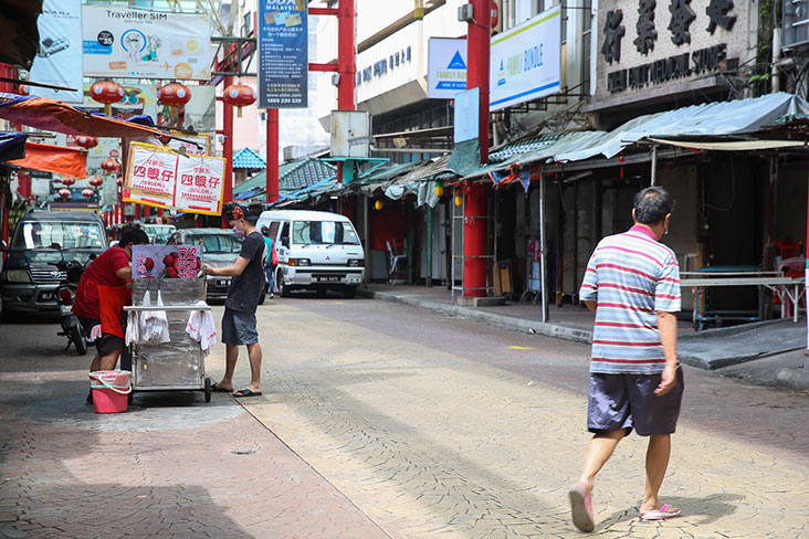 If you want roast duck, look for the distinctive steel trolley from Sze Ngan Chye – Picture by Choo Choy May