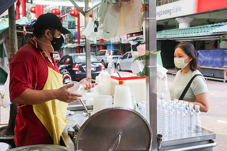 Uncle Bean sells soy milk and 'tau fu fah' to customers throughout the day – Picture by Choo Choy May