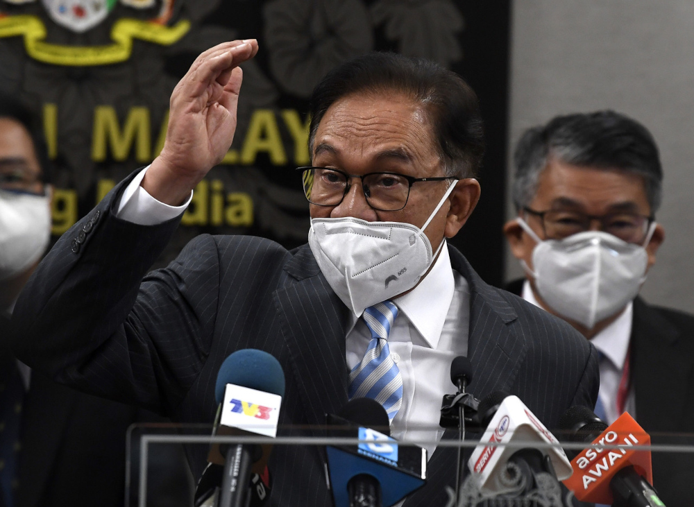 Opposition leader Datuk Seri Anwar Ibrahim argued today that the country's Covid-19 and economic crises meant the country needed fresh ideas and approaches. — Bernama pic