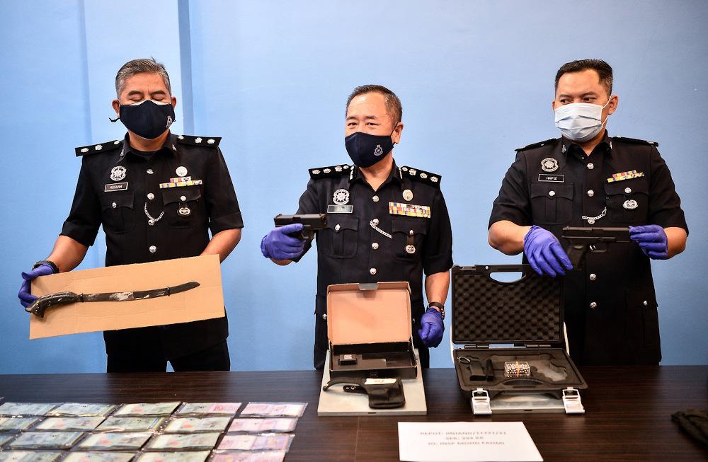 Sentul District Police chief ACP Beh Eng Lai displays items seized during a raid against 'Geng Bobot' members in Kuala Lumpur July 17, 2021. — Bernama pic