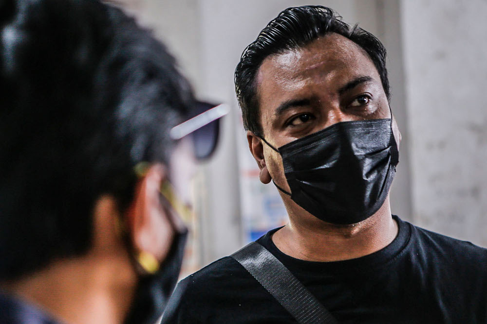 IT executive Mohd Izhar, 33, speaks to Malay Mail during an interview at UTC Sentul July 2, 2020. — Picture by Hari Anggara