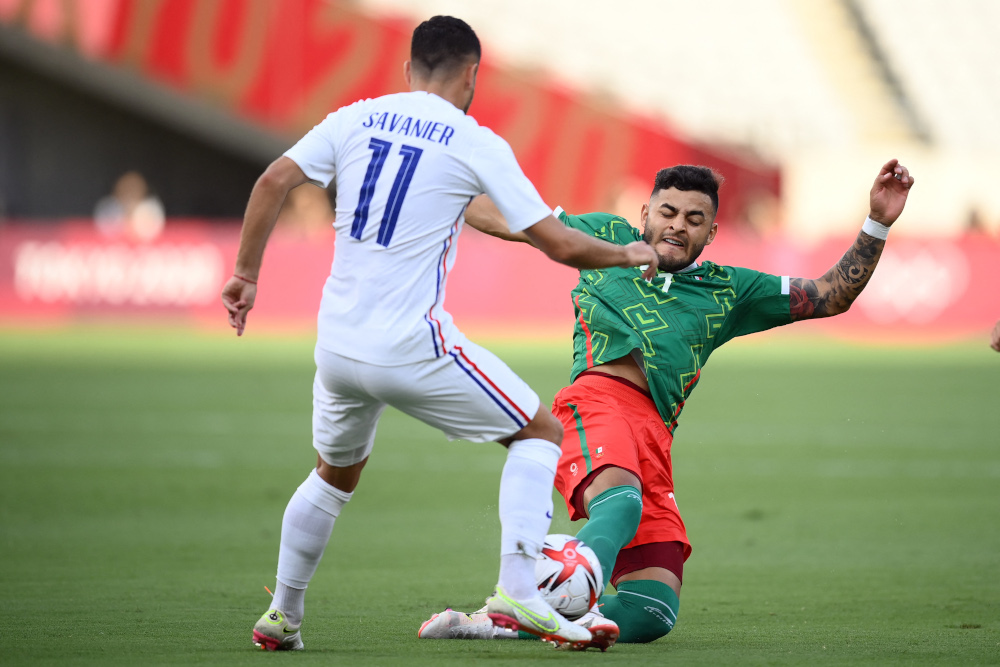 Mexico's forward Alexis Vega (right) vies with France's midfielder Teji Savanier during the Tokyo 2020 Olympic Games men's group A first round football match between Mexico and France at Tokyo Stadium in Tokyo July 22, 2021. — AFP pic