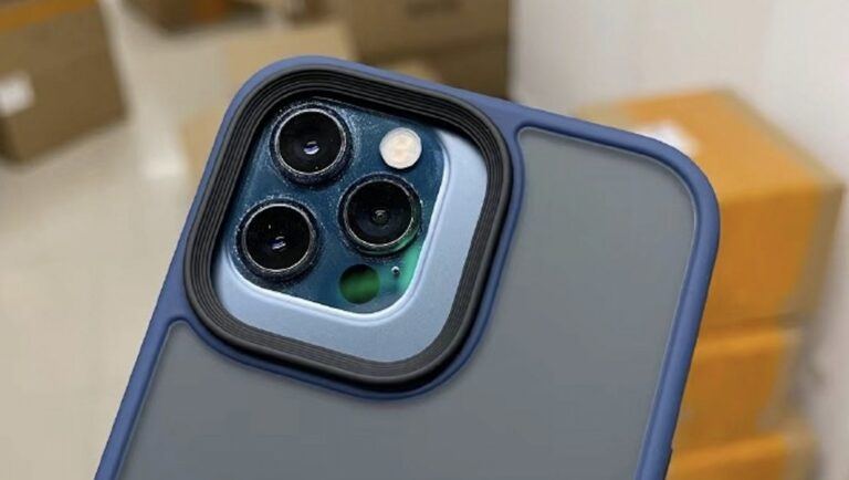 From the image, we can guess that the iPhone 12 Pro is at least about the same size as the upcoming 13 Pro. ― SoyaCincau pic