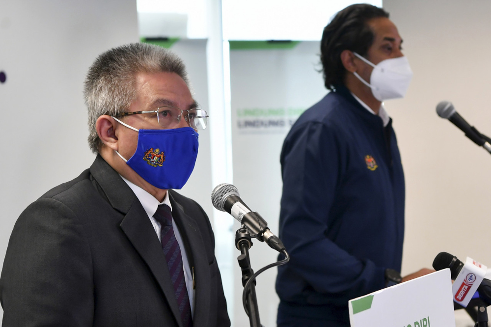 Health Minister Datuk Seri Dr Adham Baba said it is the consumers' responsibility to report on the actual result, not give a false one, to avoid adverse consequences to infection prevention. —  Bernama pic