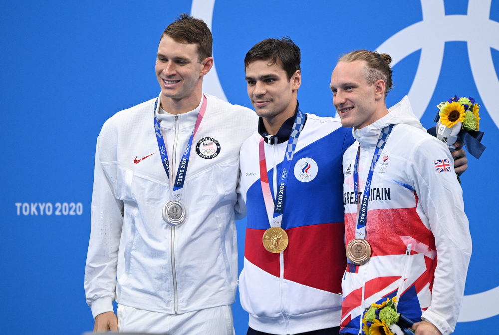 (From left) Silver medallist USA's Ryan Murphy, gold medallist Russia's Evgeny Rylov and bronze medallist Britain's Luke Greenbank pose with their medals on the podium after the final of the men's 200m backstroke swimming event at the Tokyo Aquatics Centre July 30, 2021. — AFP pic