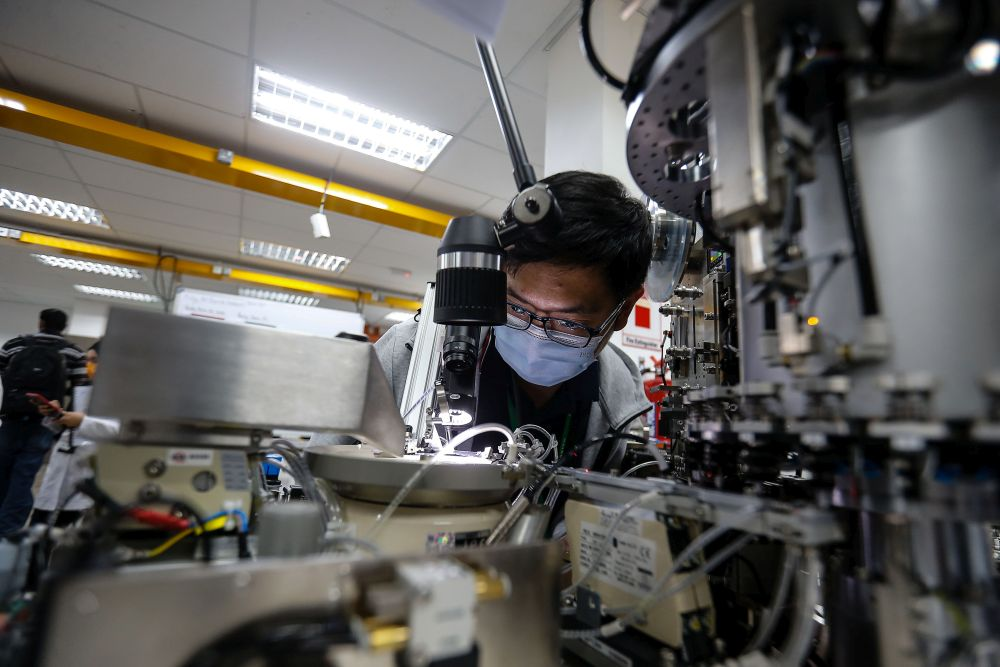 Dr Mohd Uzir said the manufacturing sector's output decreased by 6.5 per cent y-o-y in July 2021 after recording a downturn of 0.2 per cent in June 2021. — Picture by Sayuti Zainudin