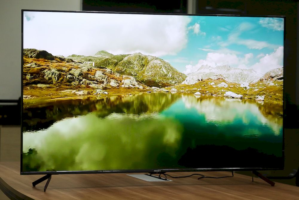 The Q-Series is upgraded with a breakthrough Quantum Color backlight that gives the TV even brighter, more vibrant, richer colours than others.