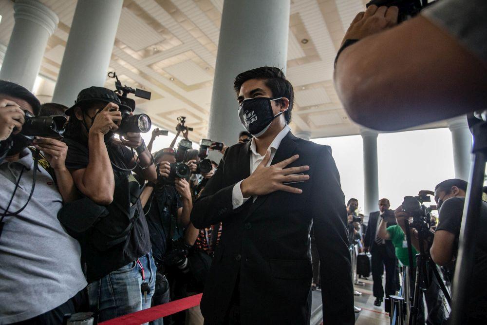 Muar MP Syed Saddiq Syed Abdul Rahman arrives at the Kuala Lumpur Court Complex July 22, 2021. — Picture by Firdaus Latif