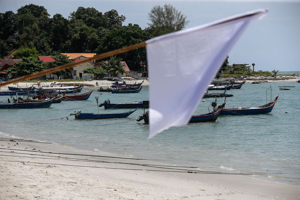 A white flag is pictured at the Tanjung Tokong fishing jetty in George Town July 2, 2021. — Picture by Sayuti Zainudin