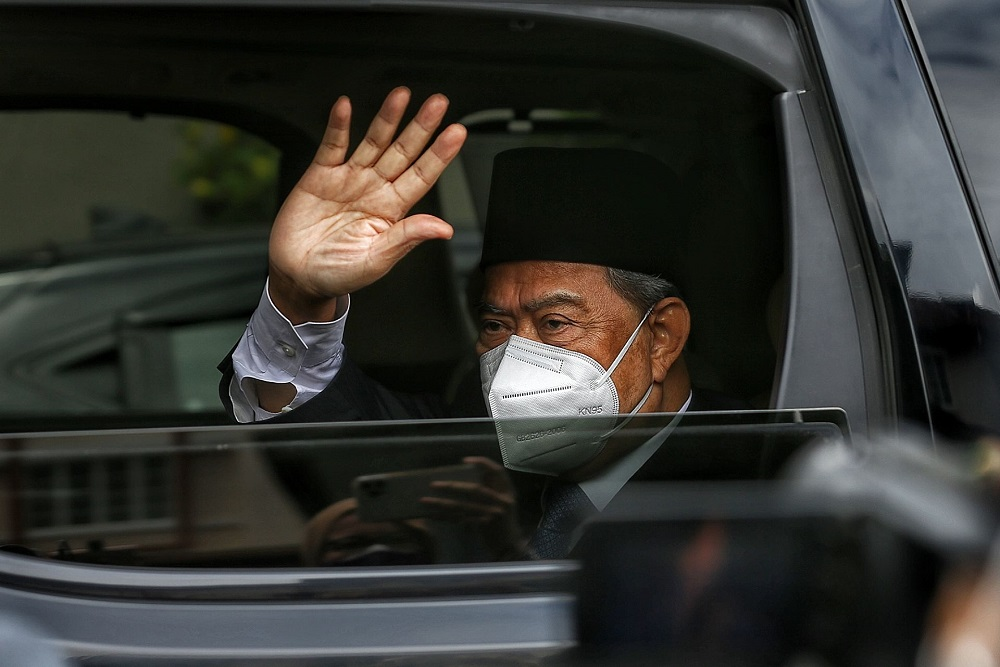 Tan Sri Muhyiddin Yassin waves at members of the media as he arrives at his residence in Bukit Damansara after an audience with the Yang di-Pertuan Agong August 16, 2021. — Picture by Ahmad Zamzahuri