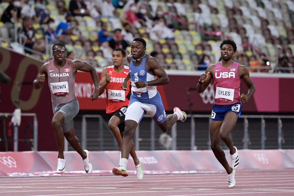 (From left) Canada's Aaron Brown, Liberia's Joseph Fahnbulleh and USA's Noah Lyles cross the finish line to win in a tie in the men's 200m semi-finals during the Tokyo 2020 Olympic Games at the Olympic Stadium in Tokyo August 3, 2021. ― AFP pic