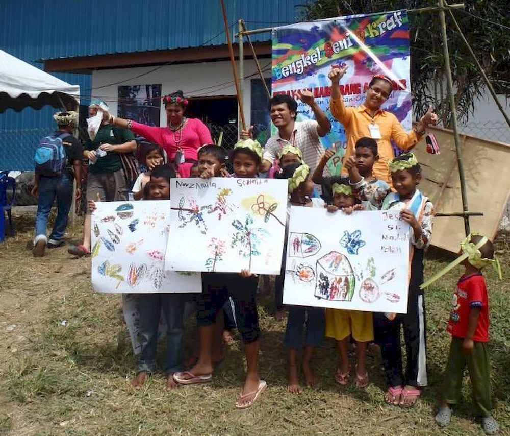 Shaq hopes to continue his art workshop with the Orang Asli children once the Covid-19 is over. — Picture via Shaq Koyok