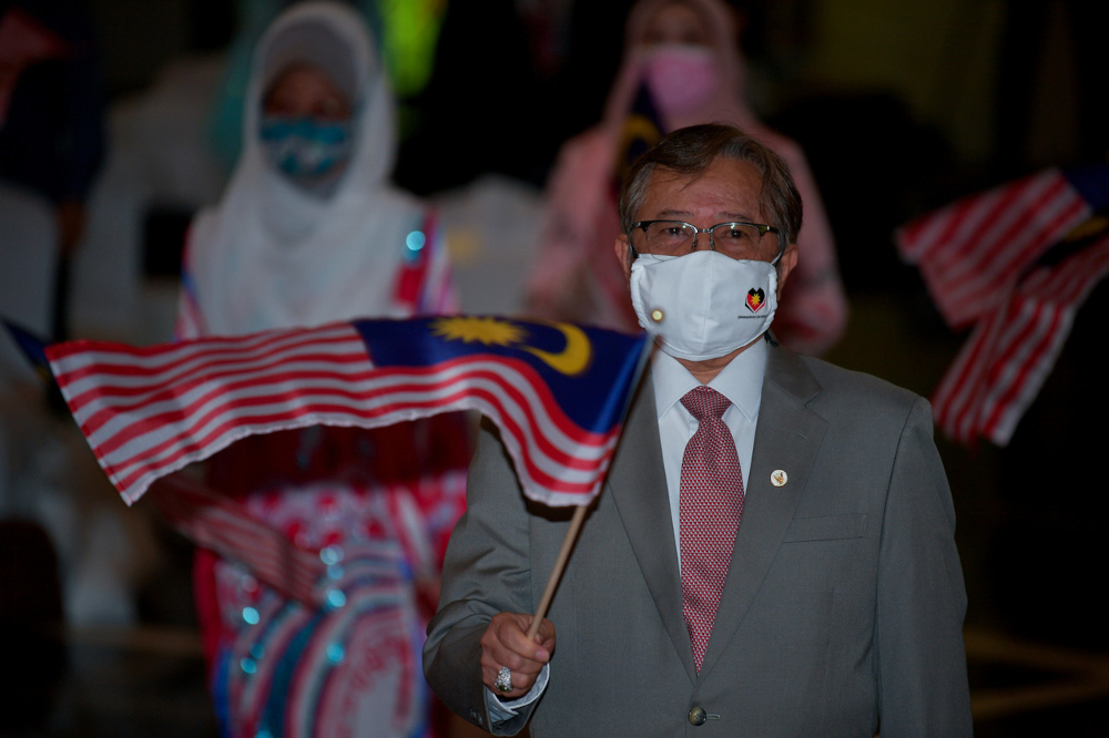 Sarawak Chief Minister Datuk Patinggi Abang Johari Abang Openg reiterated that the state government wants to see political stability at the federal government so the fight against Covid-19 pandemic can continue to be intensified and the economy to be strengthened. — Bernama pic