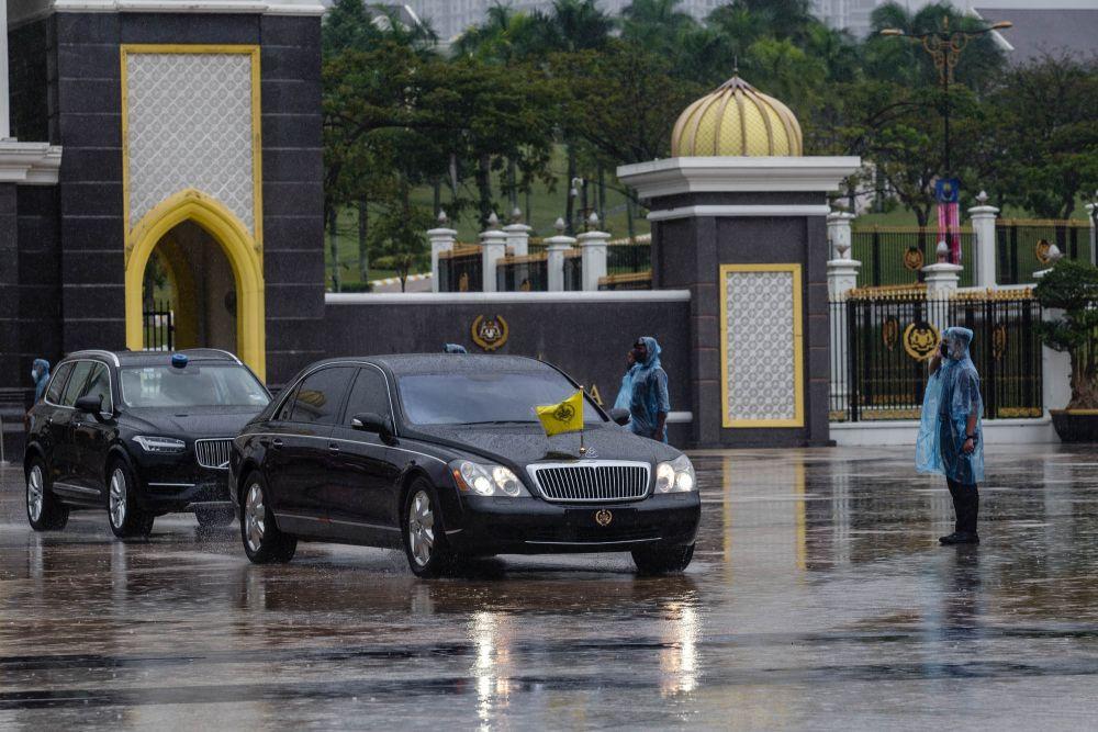 A vehicle ferrying Perak's Sultan Nazrin Muizzuddin Shah leaves Istana Negara in Kuala Lumpur August 20, 2021. ― Picture by Firdaus Latif