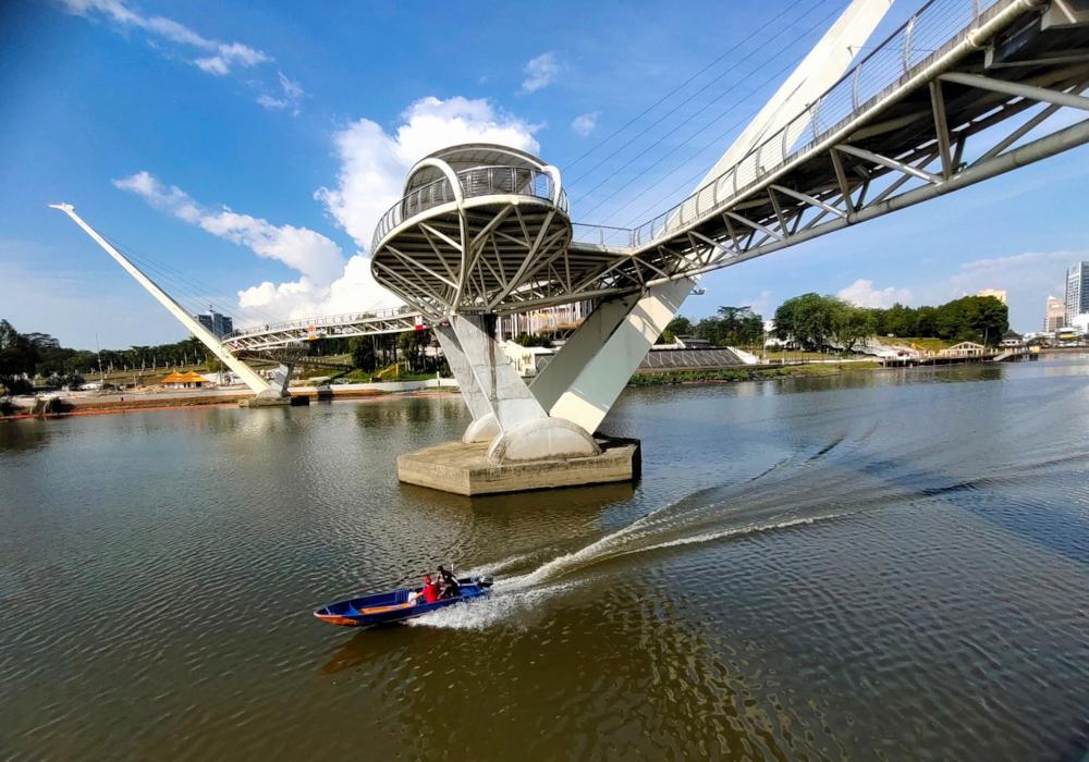 The Darul Hana Bridge in Kuching, July 31, 2021. The southern zone consists of the districts of Kuching, Bau, Lundu,  Samarahan, Asajaya, Simunjan, Serian and Tebedu. ― Bernama pic