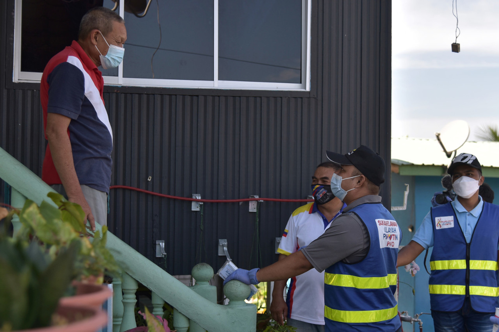 The Labuan Disaster Management Committee launched an integrated Covid-19 operation involving 13 enforcement agencies today, as part of its efforts to prevent the virus from spreading on the island. ― Bernama pic