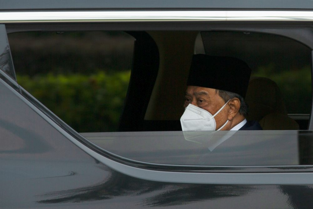 Prime Minister Tan Sri Muhyiddin Yassin is seen arriving at Istana Negara for an audience with the Yang di-Pertuan Agong in Kuala Lumpur August 4, 2021. — Picture by Yusof Mat Isa
