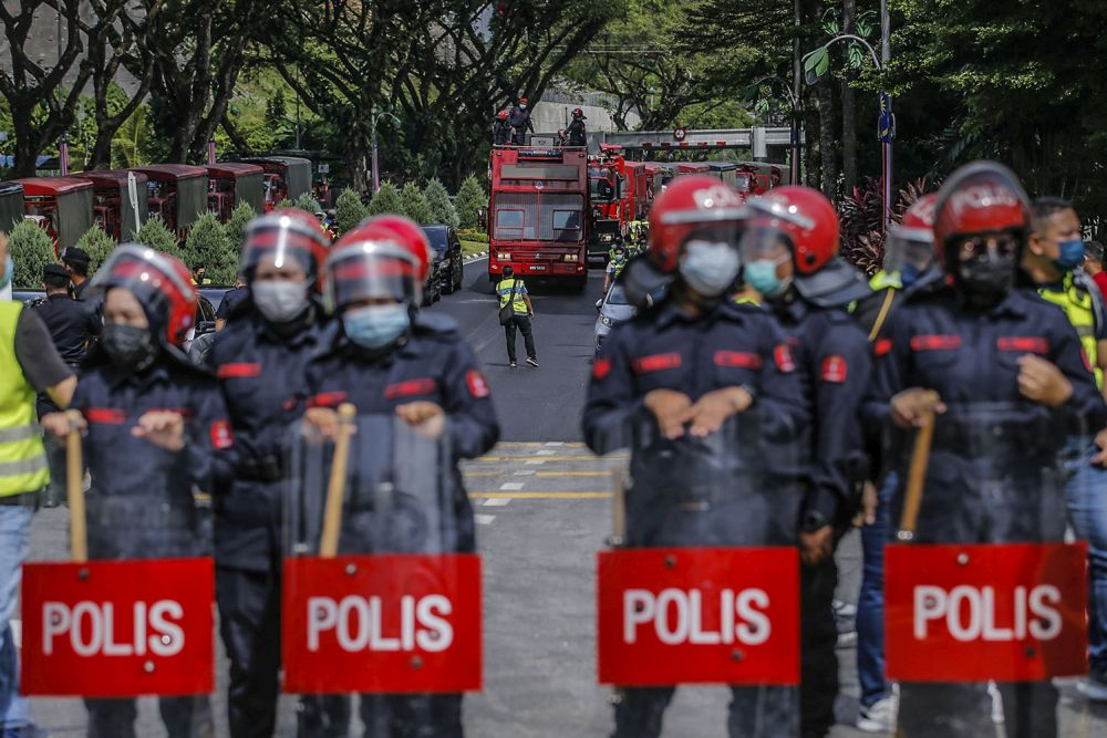 Federal Reserve Unit personnel are seen blocking access to the Parliament building in Kuala Lumpur August 2, 2021. — Picture by Hari Anggara