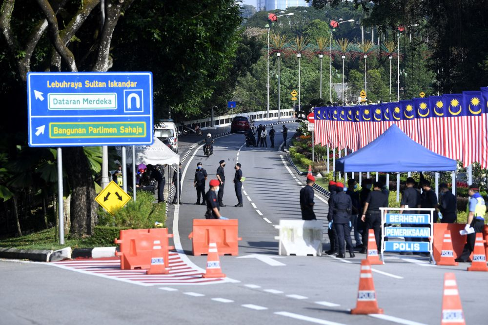 Police personnel cordon off access to the Parliament building in Kuala Lumpur August 2, 2021. — Bernama pic