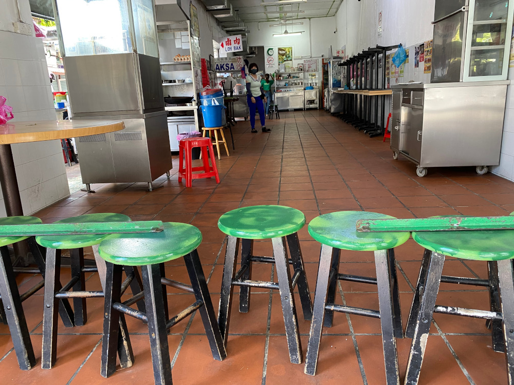 Joo Hooi cafe using chairs to block its entrance to indicate they are not open for dine in at the moment. ― Picture by Steven Ooi KE