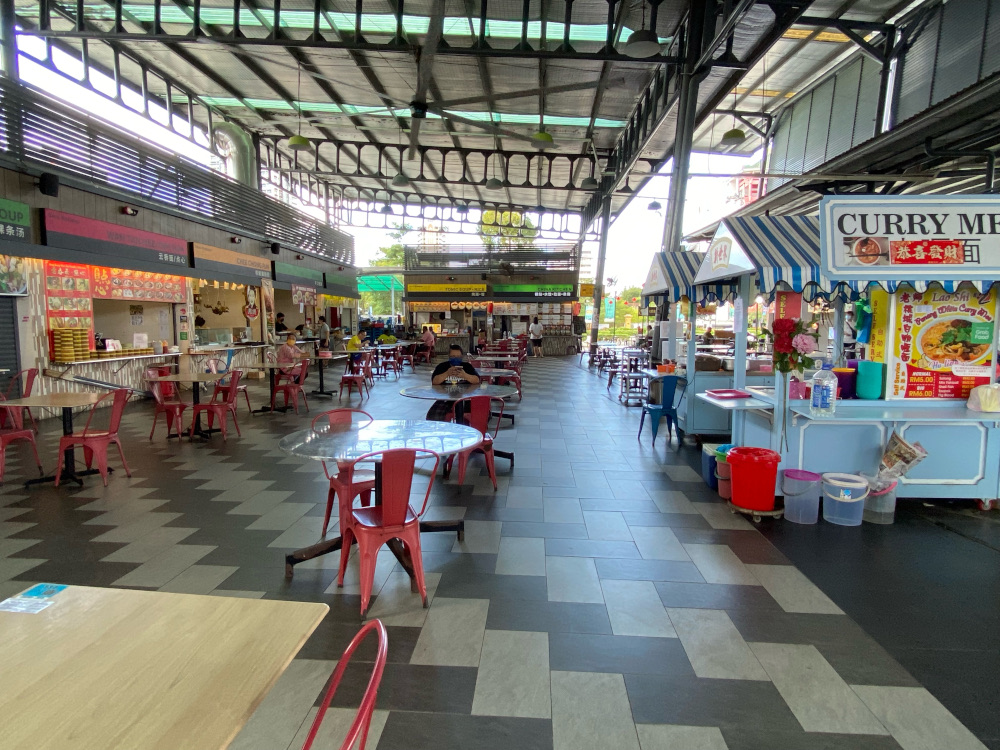 New World Park Hawker food court is open for dine-in for those vaccinated in accordance with the SOPs. ― Picture by Steven Ooi KE