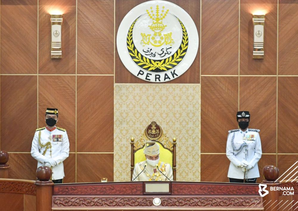 Perak's Sultan Nazrin Muizzuddin Shah delivers the opening address for the first session of the fourth year of the 14th state legislative assembly at the Perak Darul Ridzuan Building in Ipoh August 25, 2021. — Picture via Twitter/ Bernama