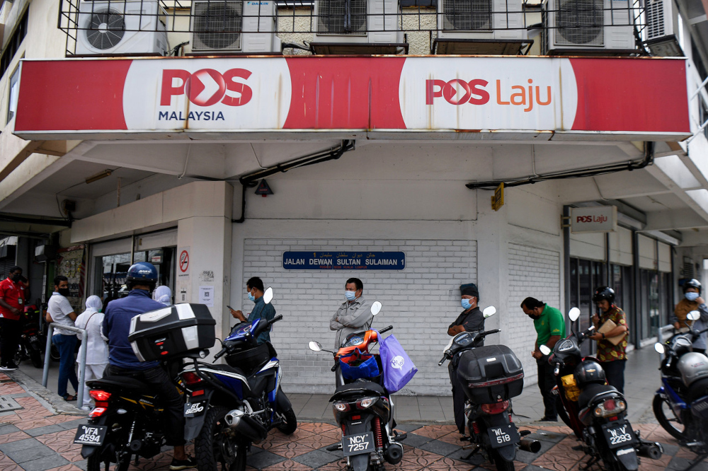 Pos Malaysia said the weaker performance was due to a decrease of revenue in the postal segment by nine per cent which is primarily contributed by the drop in postal services following the decrease in mail and parcel volume handled especially from contract customers. — Bernama pic