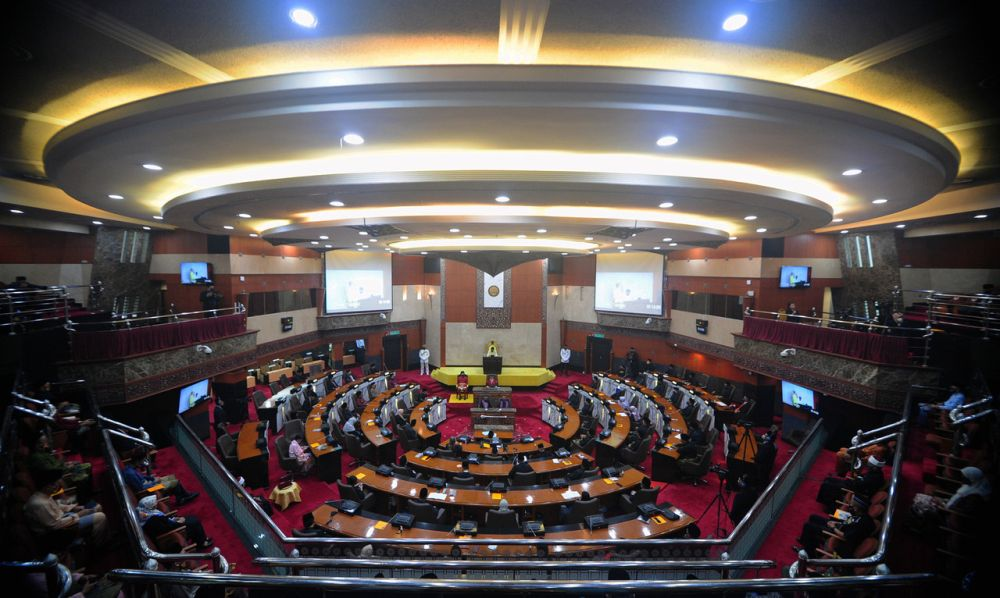 Sultan Sharafuddin Idris Shah speaks during the opening ceremony of the first meeting for the fourth-term of the 14th Selangor legislative assembly in Shah Alam August 23, 2021. ― Bernama pic