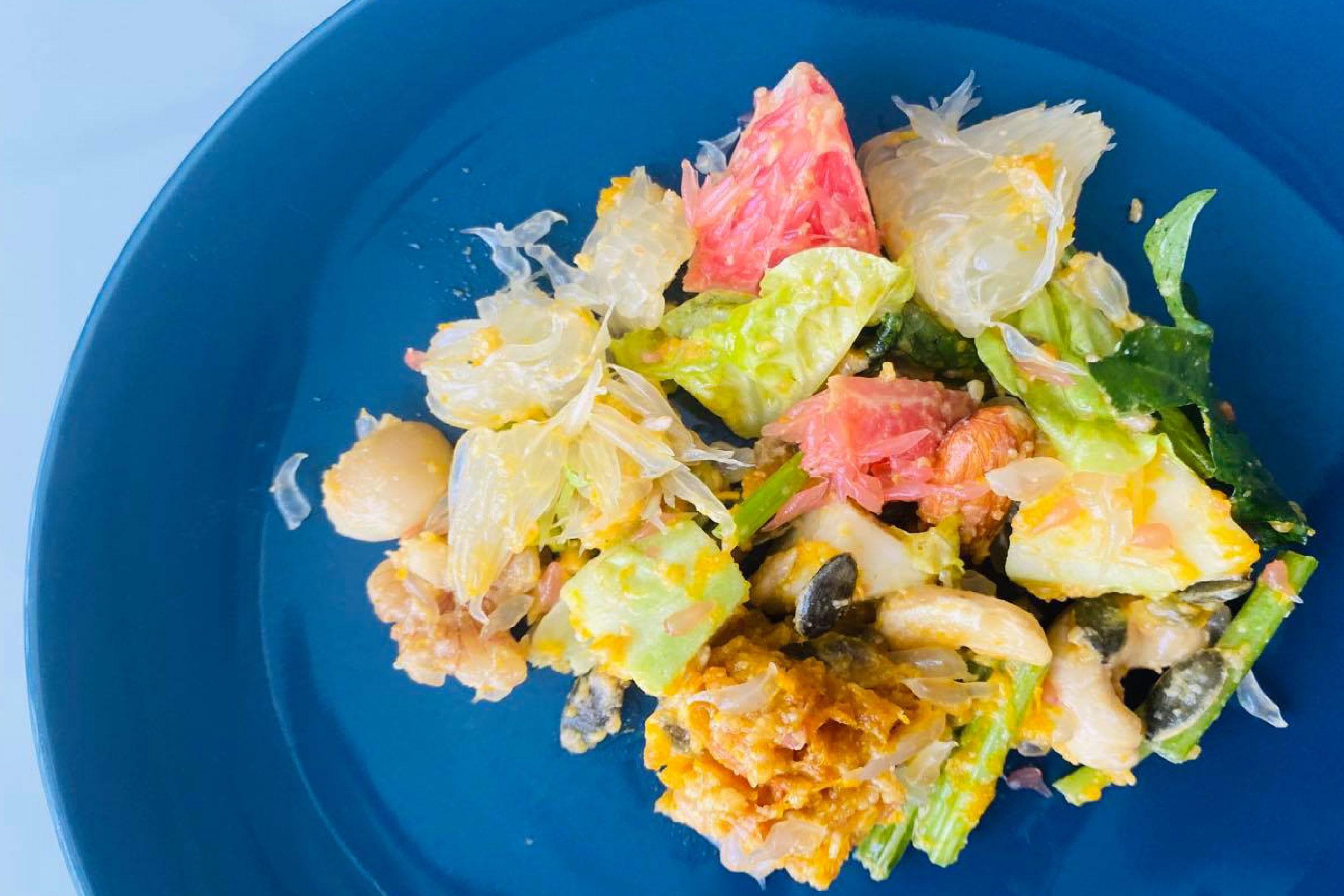 柚子沙拉富含高纤维、能促进健康排便、可迅速让细胞获得水分和各种营养素的滋养。-营养师王嘉慧提供-