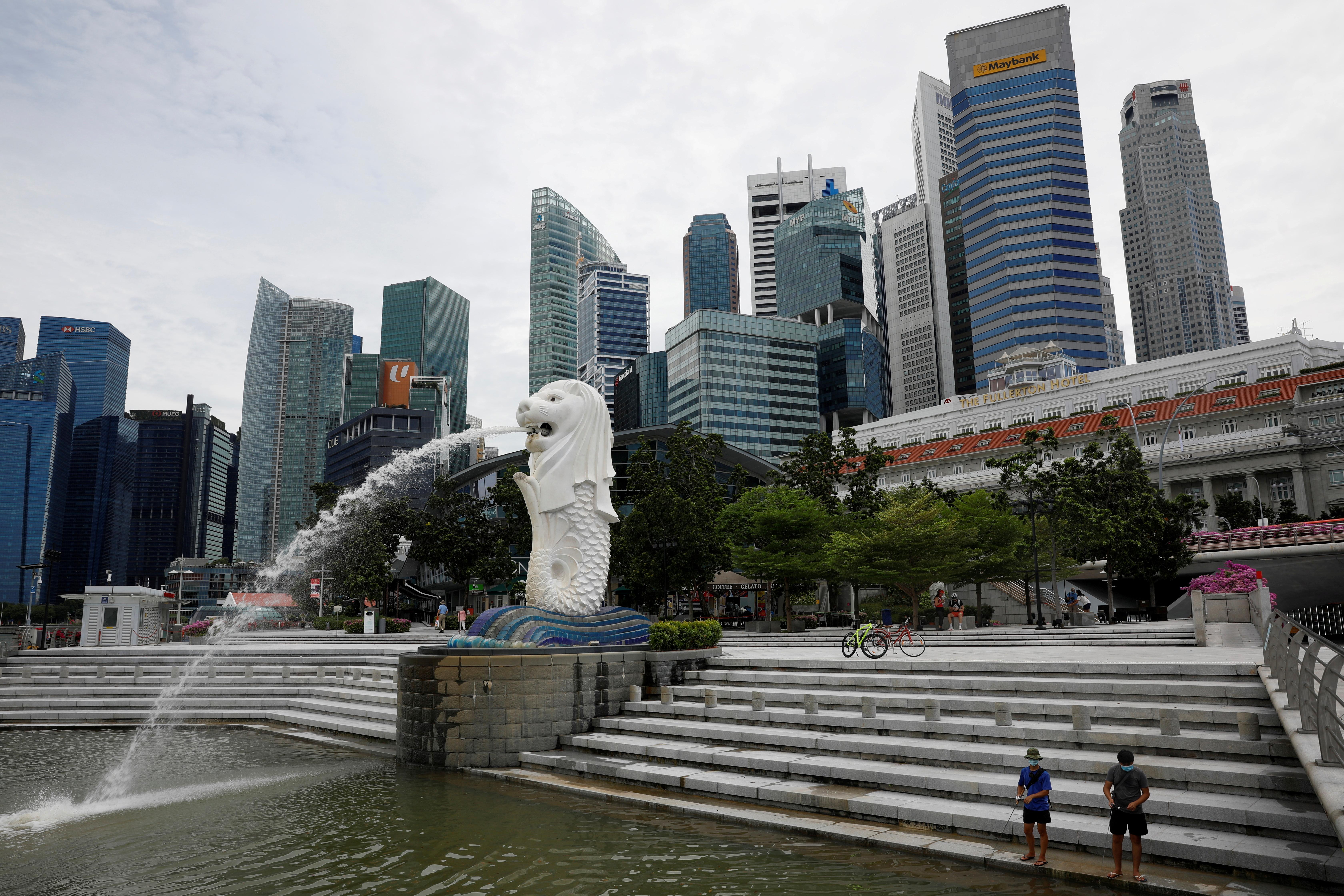 新加坡自8月23日爆发多起本土群聚感染事件,确诊数不断攀升,已累计7万3131人受感染。-路透社-