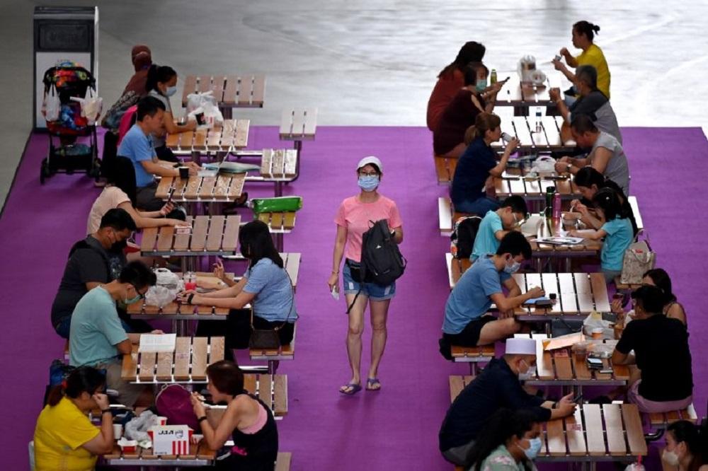 新加坡此波疫情从8月23日开始,至今累计逾8000宗病例,超过98%患者无症状或症状轻微。-图取自海峡时报-